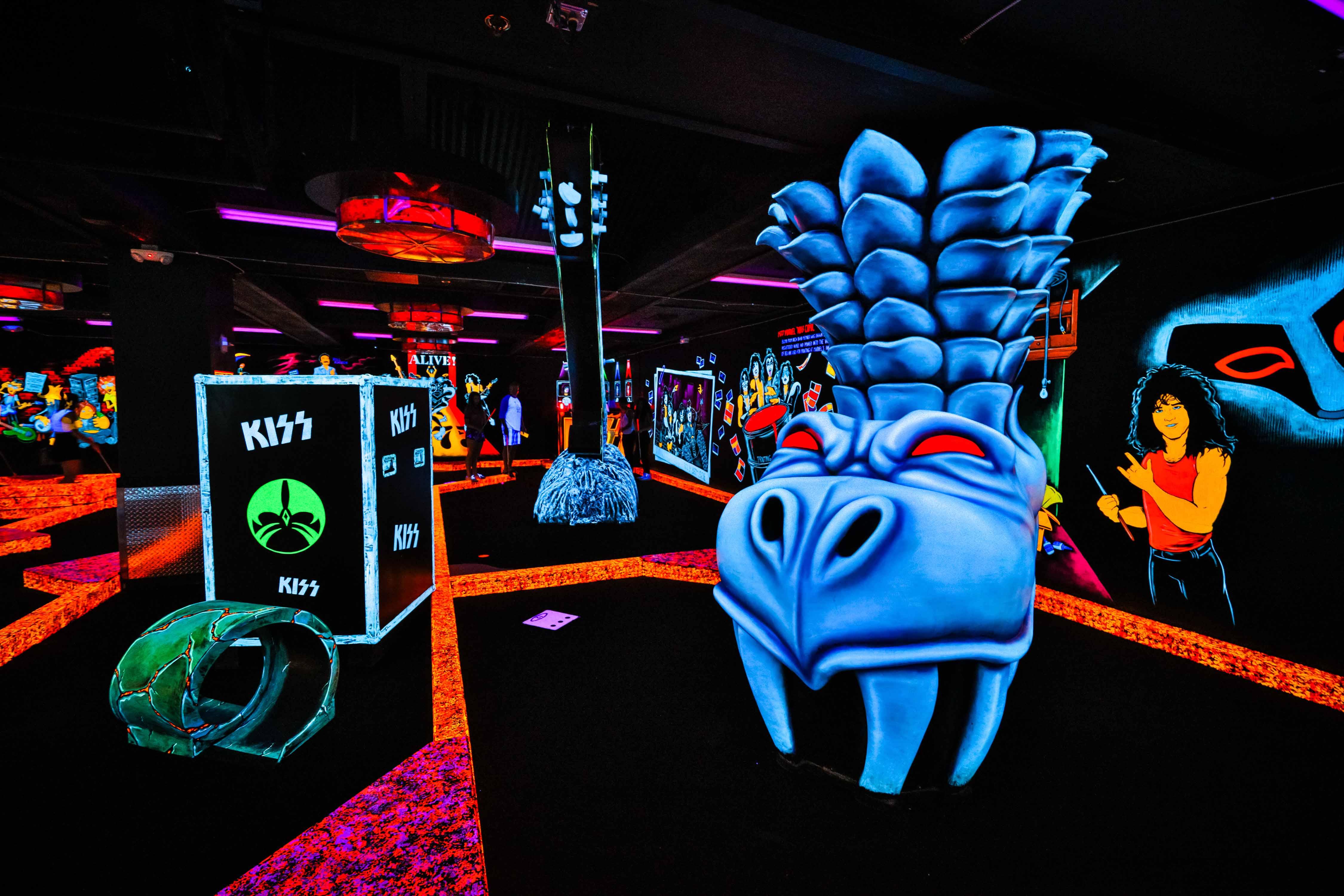 Kiss Gallery Kiss By Monster Mini Golf